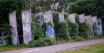 wall_by_Eukalyptus_pixabay_CC0