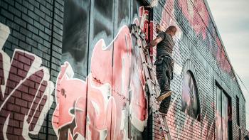graffiti-by_qimono_pixabay_cc0